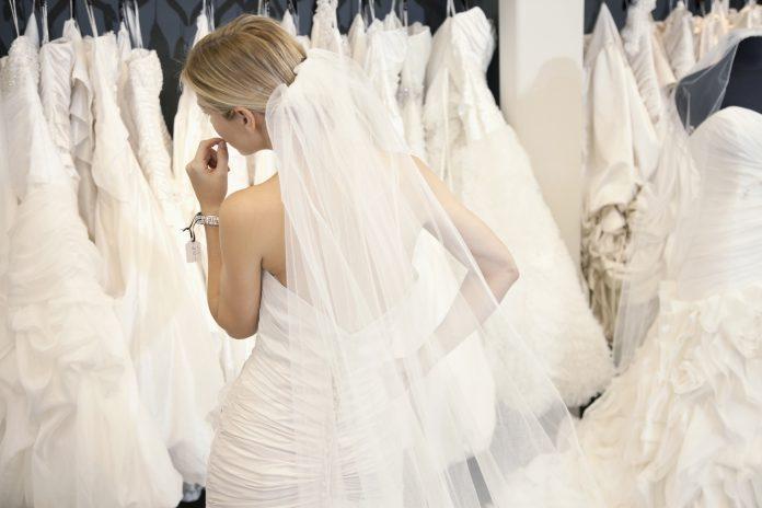 bruidsjurk passen