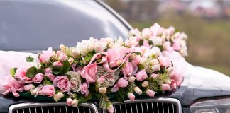 trouwauto bloemen