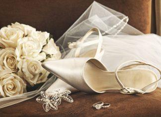 bruidssluier en bruidsschoenen